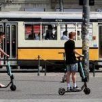 I monopattini elettrici equiparati alle bici. Niente patente né assicurazione